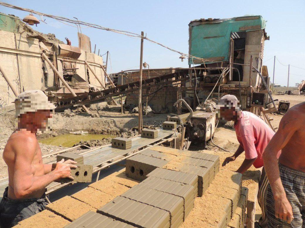 Конвейер кирпичного завода в Дагестане. Фото предоставлено движением «Альтернатива»