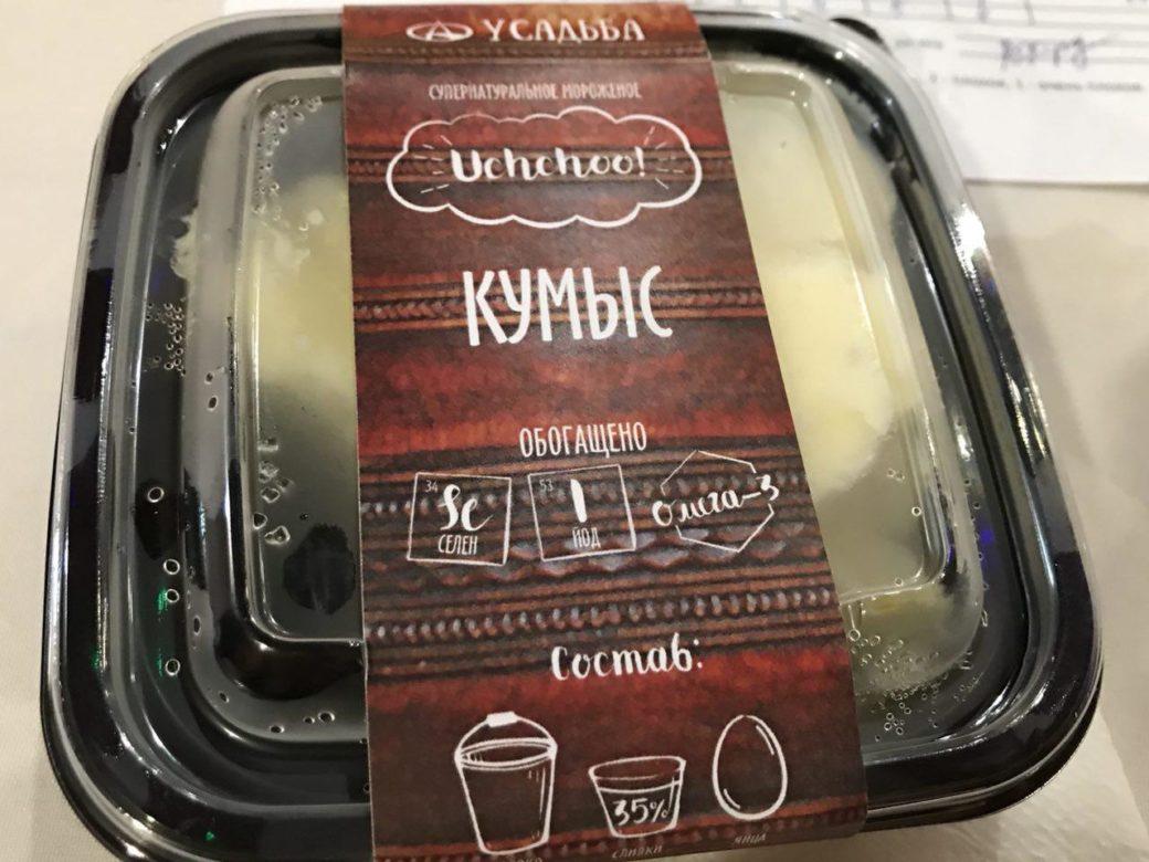 Якутский бренд: мороженое со вкусом кумыса, на этикетке надписи на русском и якутском, но латиницей («уччуу» значит «холодно»)